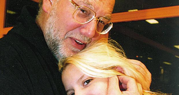 S přítelkyní Pavlínkou, která se s ním v dubnu krátce rozešla. Dvojice je zase spolu a mají se pořád rádi