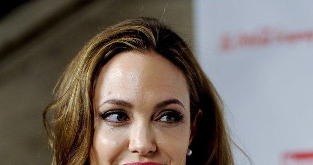 O Jolie byl mezi novináři velký zájem
