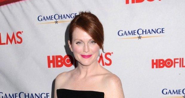 Na premiéru  v New Yorku dorazila herečka korektněji oblečená