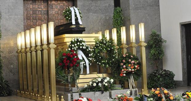 Poslední rozloučení s Poloczkem se konalo ve dvě hodiny odpoledne ve Velké síni v pražských Strašnicích