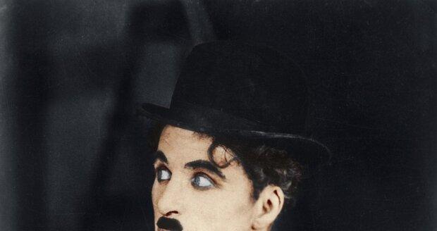 3b3674e801d Chaplinova hůlka a buřinka se prodaly za téměř 2 miliony