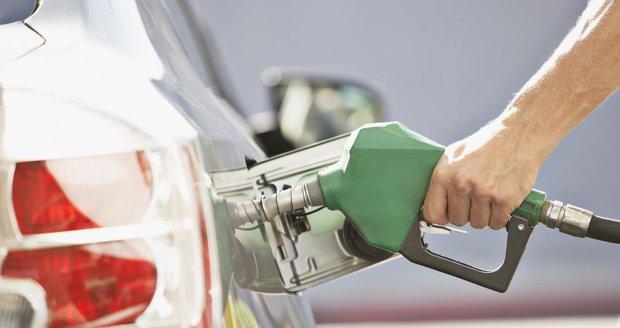 Benzin a nafta v Česku prudce zdražují. Nejvíc při tankování zaplatíte v Praze