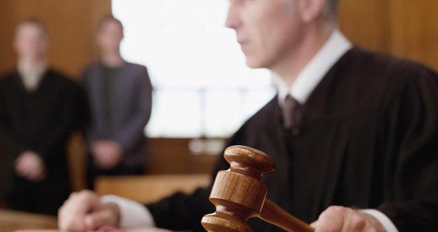 Invalida zneužíval synovce (7) a mentálně postiženou neteř: Soud ho poslal na 8 let do vězení