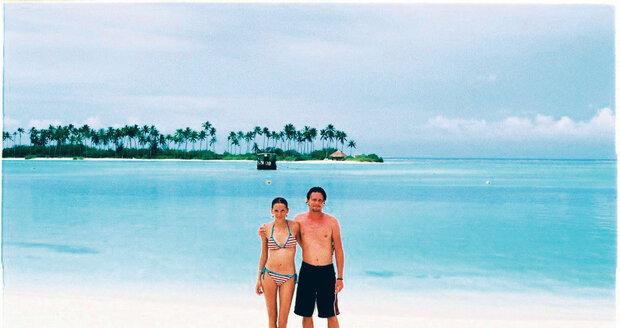 Pan a paní Rowettovi na romantické procházce ostrovem