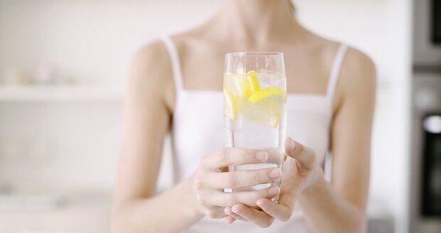Víte, kolik vaše tělo potřebuje tekutin?