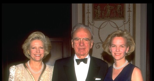 Tiskový magnát Ruppert Murdoch s bývalou manželkou Annou (vlevo) a dcerou