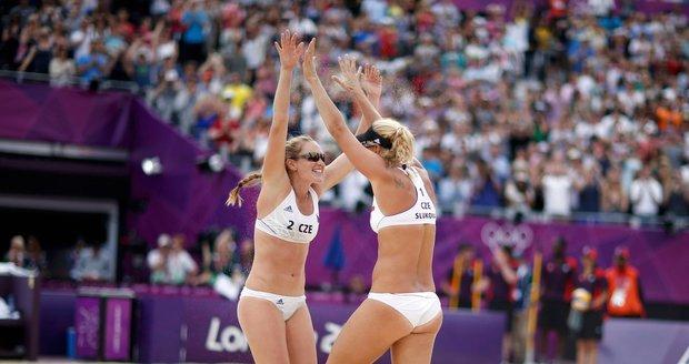 Český pár plážových volejbalistek během olympijského turnaje v Londýně