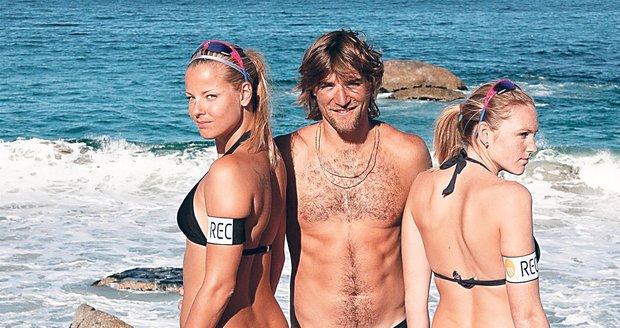 České krásky s rakouským trenérem Simonem Nauschem. Ten ovšem žije jen s jednou z nich.