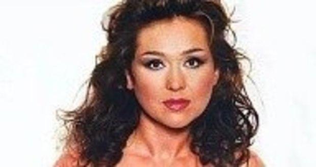 2005 - Měla za sebou další úspěšný seriál Náměstíčko, moderování Snídaně s Novou, v její skříni už ležela vysněná kabelka od Louise Vuittona a v jedenatřicet letech neváhala nafotit decentní akty pro prestižní pánský magazín Playboy. Stále představovala nádhernou, smyslně štíhlou brunetu.