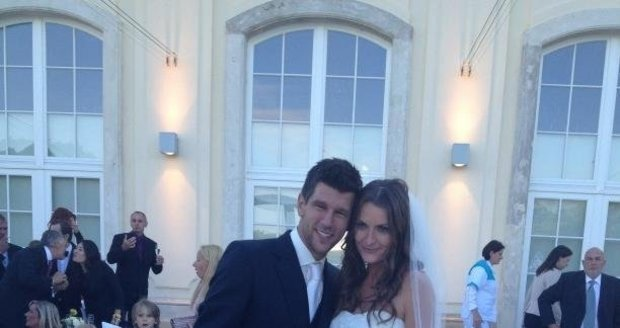 Novomanželé Iveta Benešová a Jürgen Melzer, jak je zachytila kamarádka Michaella Krajiceková