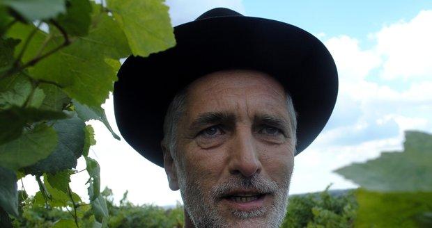 Tomáši Hanákovi to sekne i v klobouku a kroji.