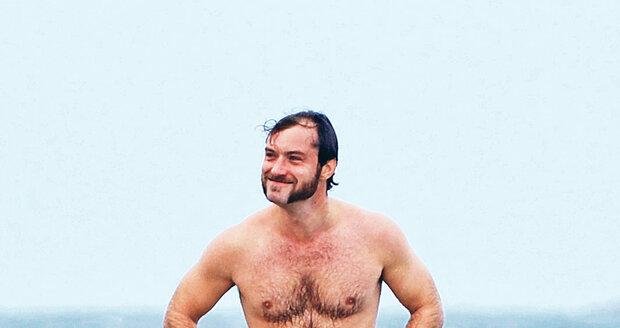 Z herce Jude Lawa je pupkatý medvěd