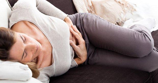 Bolestivá menstruace dokáže ženu vyřadit z běžného života.