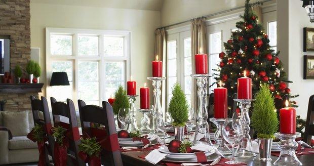 Vhodně ozdobená vánoční tabule umí vykouzlit harmonickou atmosféru, pohodu a dokonce i bohatství.