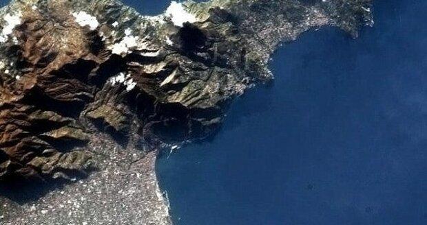 Uniátní záběry Vesuvu z vesmíru.