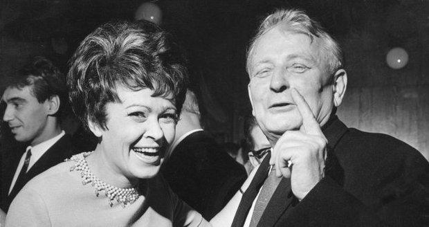 Jiřina Bohdalová s prezidentem Antonínem Novotným na večírku, přádaném velvyslancem SSSR