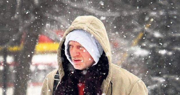 Přestože mu brada zimou jektala, šel Daniel Craig do posilovny. Jen tak totiž může být na roli agenta 007 dokonale připraven