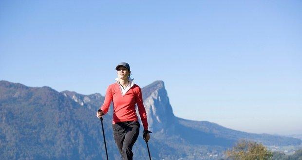 Nordic walking je oblíbený a efektivní způsob pohybu