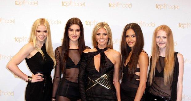 Heidi Klum společně s dalšími modelkami