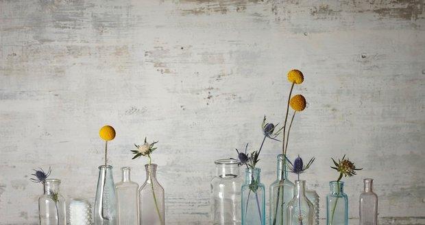 Jak krásné by byly tyto vázy, kdyby je někdo zkrášlil ručním malováním.