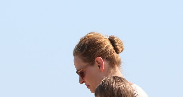 Uma (43) s dcerkou Rosalind Arusha, kterou má se svým partnerem Arpadem Bussonem.