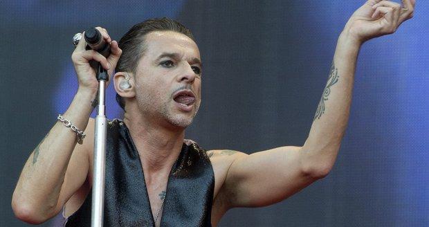 Zpěvák David Gahan z Depeche Mode během pražského koncertu v roce 2013