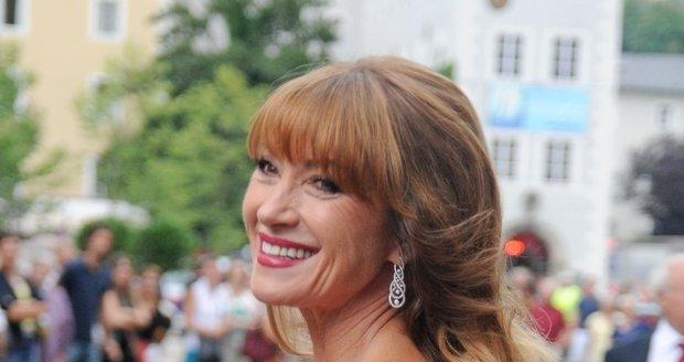 Opravdu bychom rády znaly recept na věčnou krásu, který používá herečka Jane Seymour. Na Filmovém festivalu v Salzburgu vypadala úchvatně.