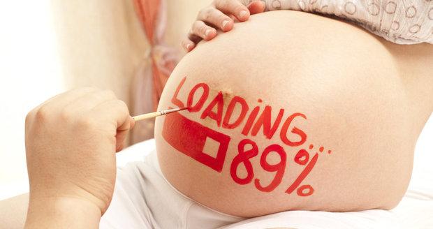 To, že je žena těhotná neznamená, že už není tou, co bývala. Nezapomínejte na to, že je to stále ta žena, jen má teď břicho.