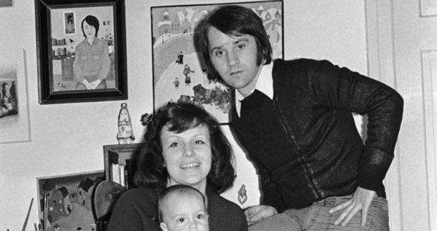 Herečka Iva Hüttnerová s manželem Ivanem Rajmontem a synem Matoušem