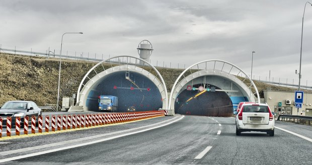 Lochkovský tunel na pražském okruhu byl uzavřen ve směru k dálnici D1