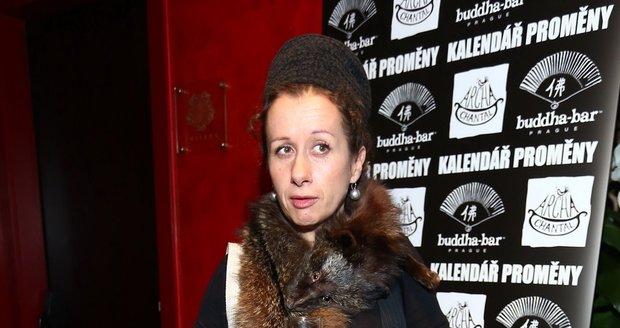 """Ester Kočičková si svoji """"kočičku"""" nechala na krku celý večer."""