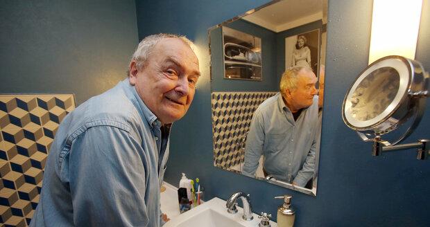 V koupelně má Poštulka osobité španělské dlaždice.
