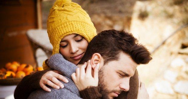 Objímání je zdrojem nejen smyslového potěšení, ale i pocitu pohodlí, bezpečí a přátelství.