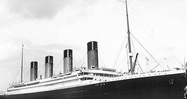 Titanic, tak jak si ho pamatujeme ze slavného stejnojmeného filmu.