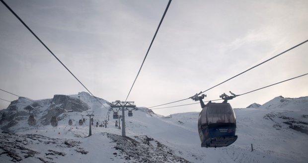 Na Hintertuxu se dá lyžovat i v létě - je v provozu 365 dní v roce.