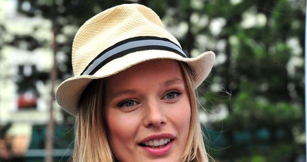 Helena Houdová je čím dál tím krásnější.
