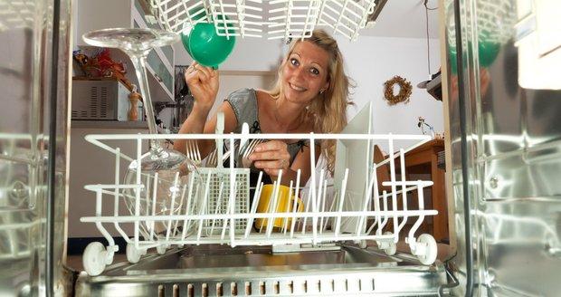 Čím víc sad nádobí myčka pojme, tím lépe. Je dobré vědět, že v tomto údaji nejsou nezahrnuté kastroly a podobné kusy nádobí.