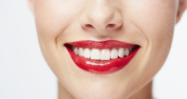 Víte, že existuje celá řada potravin, které mohou ohrozit váš krásný úsměv?
