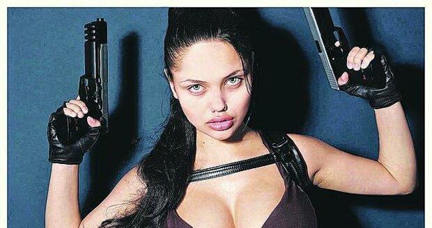Colette je česká Angelina Jolie alias Lara Croft.