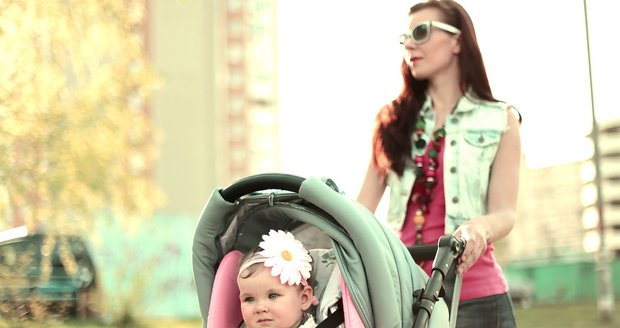 Vzít dítě v kočárku kamkoliv je v podstatě procházkou plnou stresu.