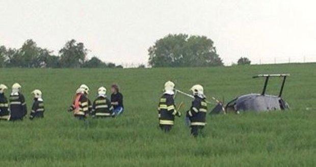 Pád vyhlídkového vrtulníku u Prahy: Na palubě byly děti