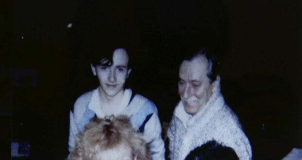 Jedna z mála společných fotek, na kterých je Bartošová s manažerem Gottliebem (vpravo dole).