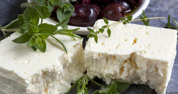 Sýry jsou dobrým zdrojem bílkovin a vápníku, ale vybírejte si spíše čerstvé druhy, v nichž je méně tuku.