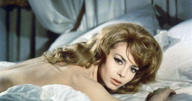 V 60. letech nadabovala slavnou markýzu Angeliku a už jí to nikdo neodpáře.