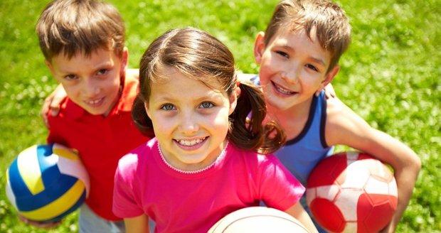 Většina dětí je na táboře spokojených.
