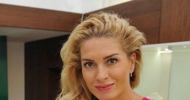 Olga Menzelová vynese luxusní šperky za půl milionu korun.