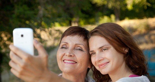 Matka s dcerou nebo nejlepší kamarádky? Je potřeba v tom dělat rozdíl?
