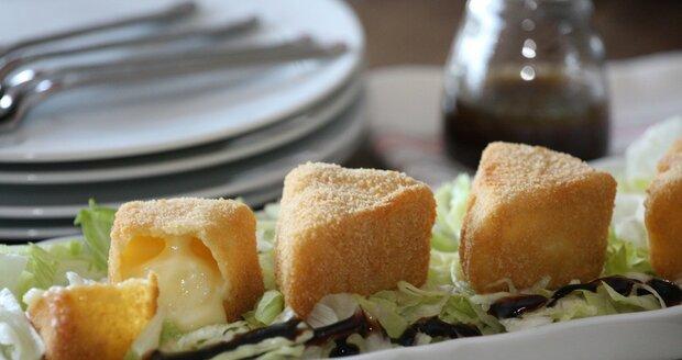 Trojuhelník z obalovaného sýra