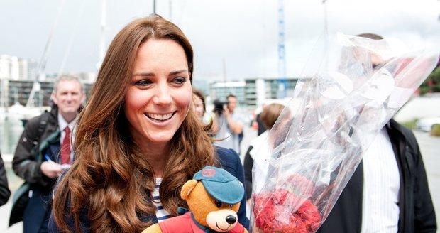 """Kate Middleton je krásná a upravená a přitom si s """"poučkami krásy"""" hlavu rozhodně neláme."""
