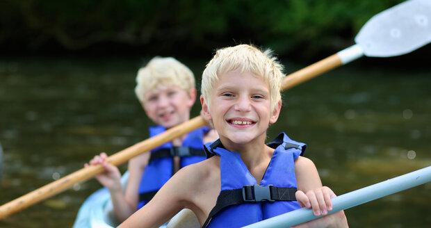 Děti si na letním táboře mohou utužit kondici, ale někdy se vrátí s různými zdravotními potížemi. Jak je řešit?
